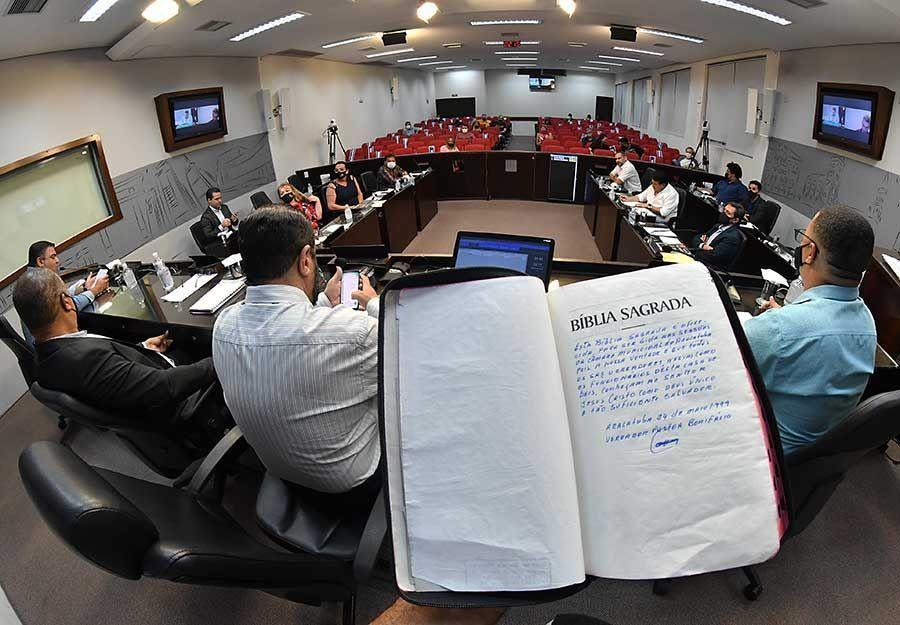 Vereadores de Araçatuba repudiam abaixo-assinado para proibir leitura bíblica - Divulgação/Câmara de Araçatuba