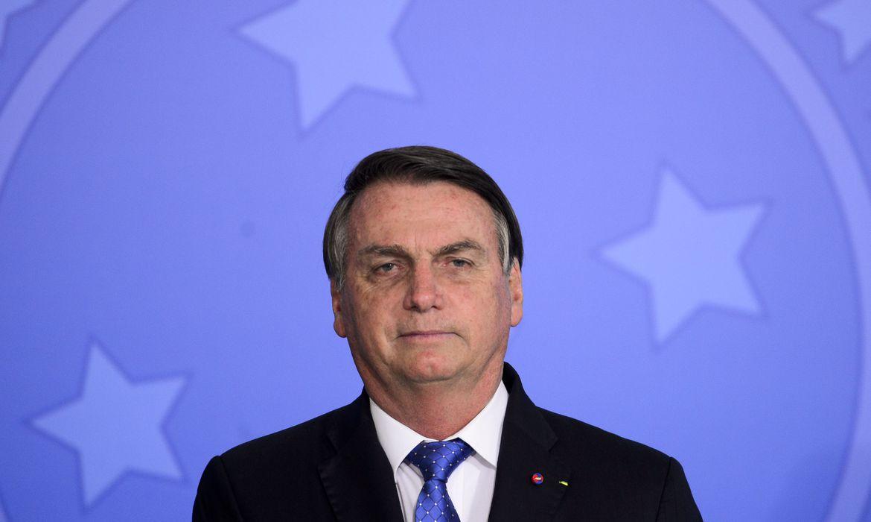 Bolsonaro diz que foi obrigado a vetar projeto para distribuição de absorventes - Arquivo