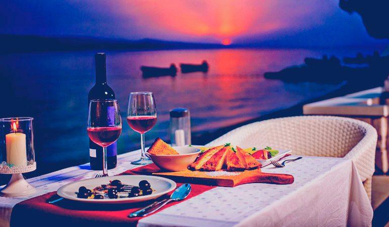 Viagem romântica e jantar dominam interesse de internautas para Dia dos Namorados - Imagem Ilustrativa