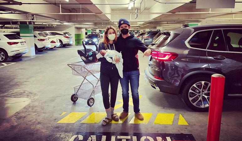 Atriz de 'Pretty Little Liars' deu à luz em um estacionamento - Reprodução/Instagram