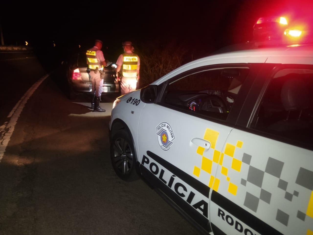 Pego no teste do bafômetro, motorista chama amigo para buscar carro e homem também é preso por embriaguez - Divulgação/Polícia Rodoviária