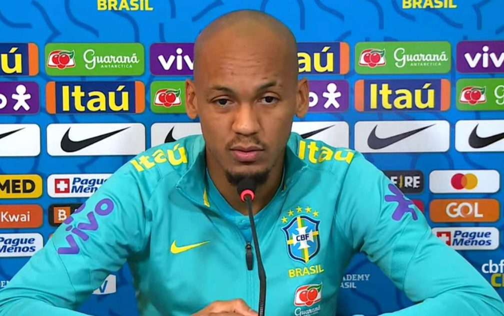 Fabinho defende seleção de críticas e diz que time jogou bem contra a Colômbia - Reprodução