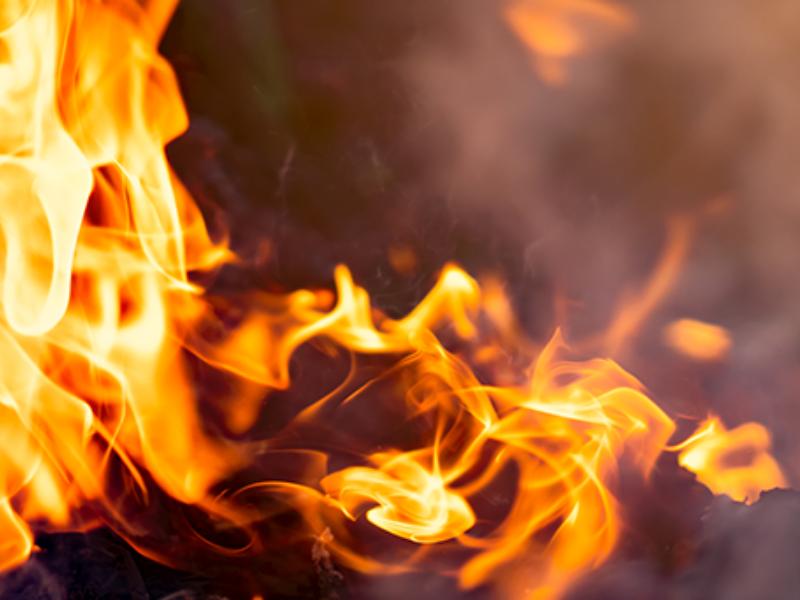 Homem morre durante incêndio mas vizinho consegue salvar mãe e filho - Reprodução